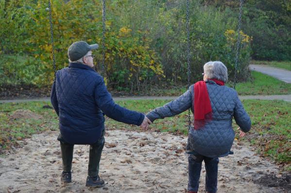 Couple seniors en promenade