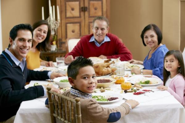 Repas de famille avec seniors