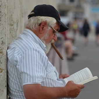 Senior et lecture