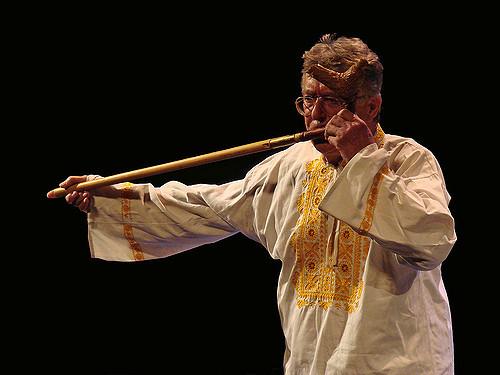 Senior joueur de flute