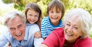 Seniors avec petits enfants
