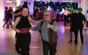 Seniors qui dansent