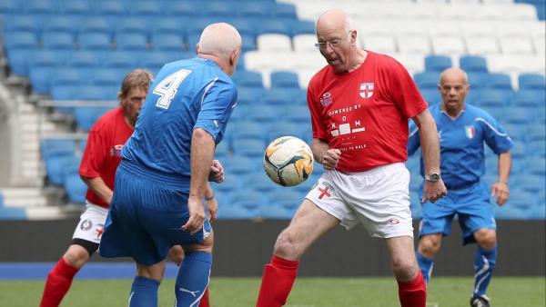 Sport de seniors le foot en marchant